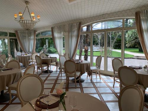 A restaurant or other place to eat at Hotel Ristorante Borgo Antico