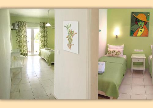 Ένα μπάνιο στο Haris Hotel Apartments and Suites