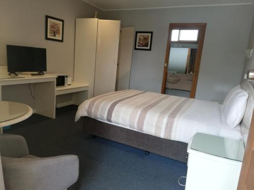 A bed or beds in a room at Casey on Princes Motel