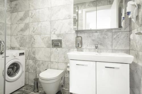 A bathroom at Emin Residence
