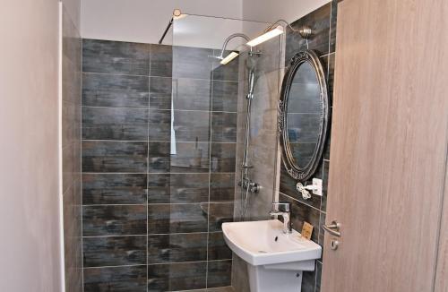 A bathroom at GreenWood Residence