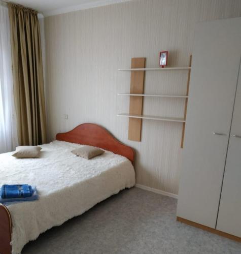 Кровать или кровати в номере Apartment on Lukashevicha