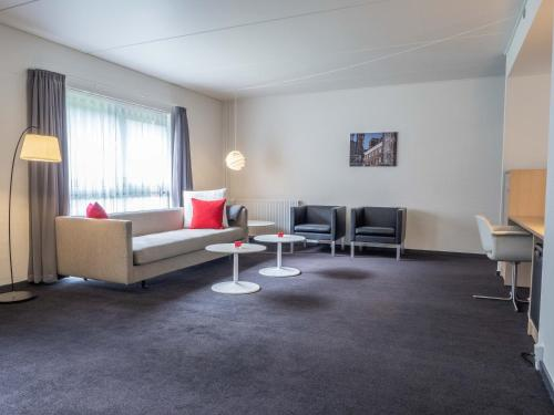 A seating area at Hotel Odense