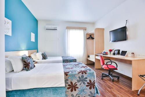 A bed or beds in a room at Comfort Hotel Joinville