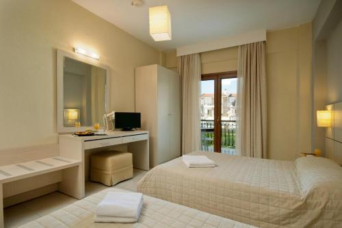 Ένα ή περισσότερα κρεβάτια σε δωμάτιο στο Ξενοδοχείο Αριστοτέλης