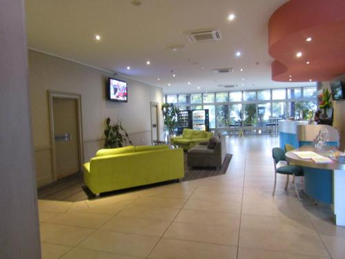 The lobby or reception area at Ocean View Studios 75 The Strand, Free Fast Wifi/Foxtel