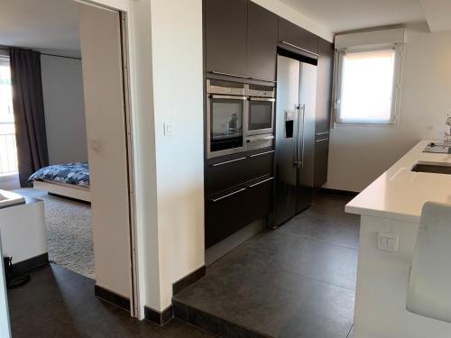 A kitchen or kitchenette at Loft Vue Mer