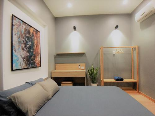 A bed or beds in a room at Delistay
