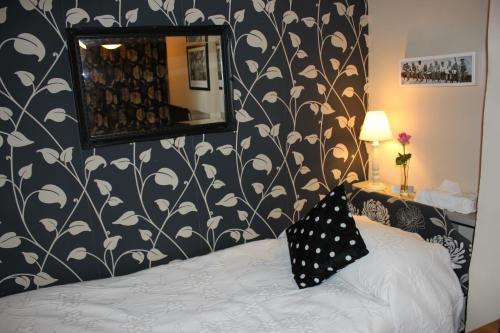 A bed or beds in a room at Cherubs Nest