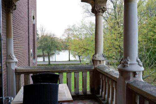 A view of the pool at Rijksmonument Hotel de Sprenck or nearby