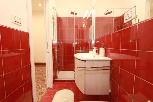 A bathroom at Casa Nina Deluxe