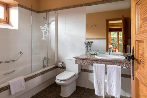 A bathroom at Parador de Tui