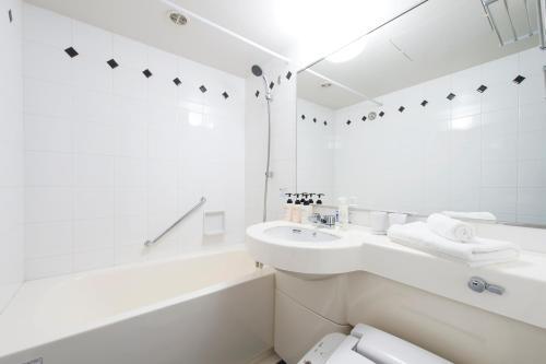 A bathroom at Hotel Villa Fontaine Tokyo-Shinjuku