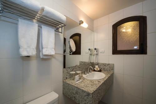 A bathroom at La Casona Hotel Boutique