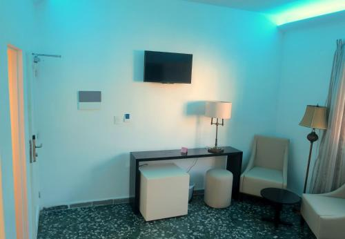 A television and/or entertainment center at Hotel Plus Vedado 500