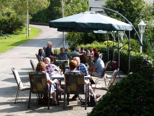 Ein Restaurant oder anderes Speiselokal in der Unterkunft Cafe-Pension Waldesruh