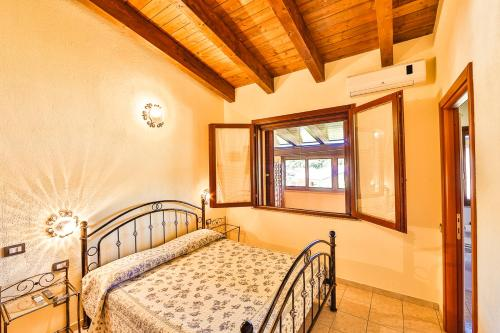 A bed or beds in a room at Agriturismo Rocce Bianche