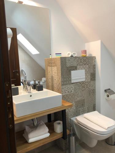 A bathroom at Arce Boutique Hotel