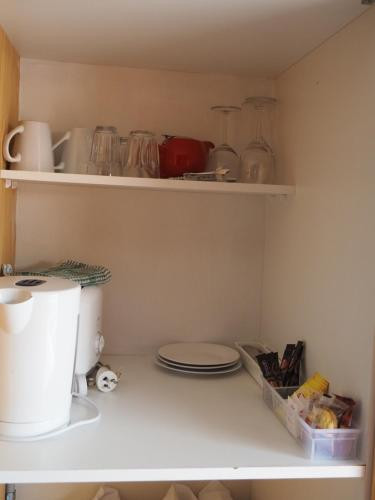 A kitchen or kitchenette at Country Road Motel St Arnaud