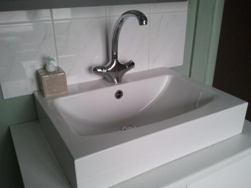 A bathroom at Hotel Duinekeuntje