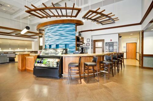 A restaurant or other place to eat at Hyatt Place Albuquerque Uptown