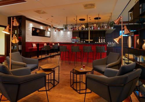 The lounge or bar area at Leipzig Marriott Hotel