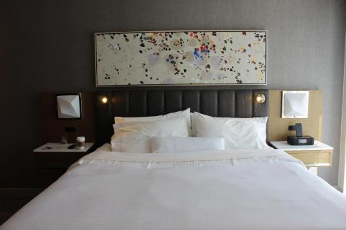 A bed or beds in a room at The Westin Austin Downtown