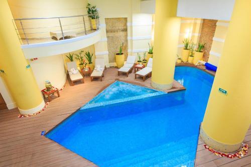The swimming pool at or near Hotel De La Opera