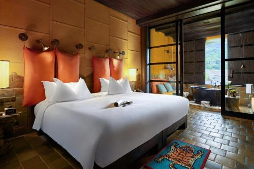 A bed or beds in a room at Legacy Yen Tu - MGallery