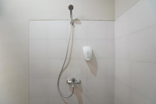 A bathroom at OYO 1638 Cityzen Renon Hotel