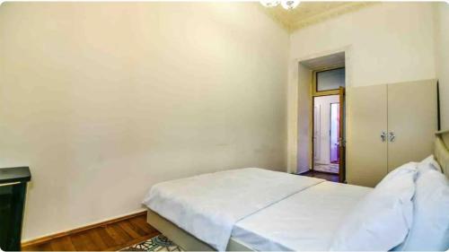 Cama ou camas em um quarto em Torgovaya overview - most central place