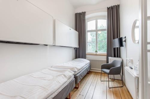 A bed or beds in a room at Kronohäktet