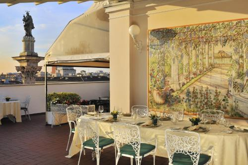 A restaurant or other place to eat at Hotel Mecenate Palace