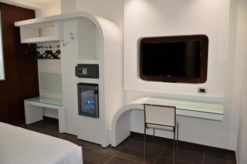 A television and/or entertainment center at Hotel Testani Frosinone