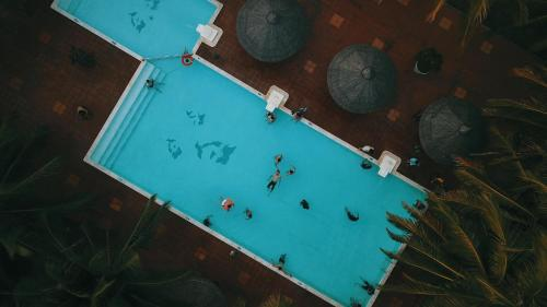 Tầm nhìn ra hồ bơi gần/tại Huong Phong Ho Coc Beach Resort