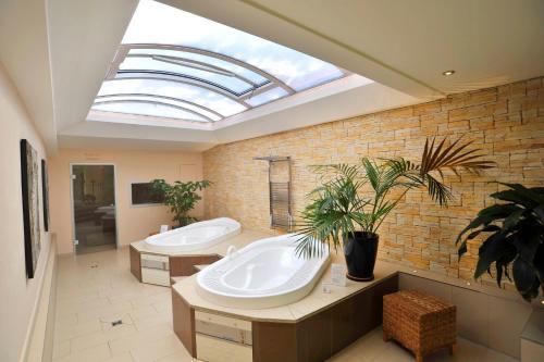 A bathroom at Olymp Munich