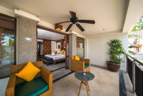 A seating area at Baan Yin Dee Boutique Resort Phuket - SHA Plus