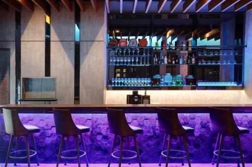 The lounge or bar area at ibis Kuala Lumpur City Centre