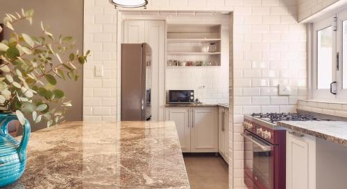 A kitchen or kitchenette at Upper House Guesthouse