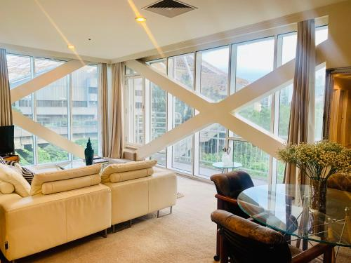A seating area at Luxuries CBD Apartment with Views