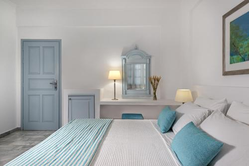 A bed or beds in a room at Santorini Kastelli Resort