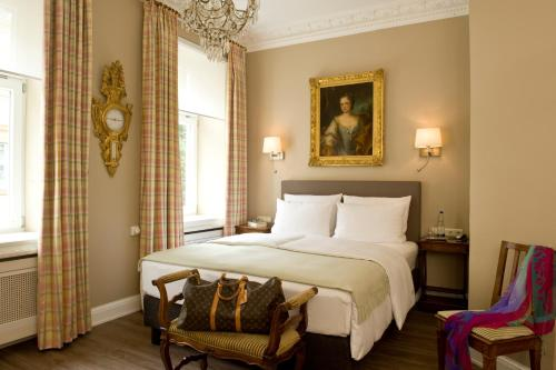 A bed or beds in a room at Boutique Hotel Splendid-Dollmann
