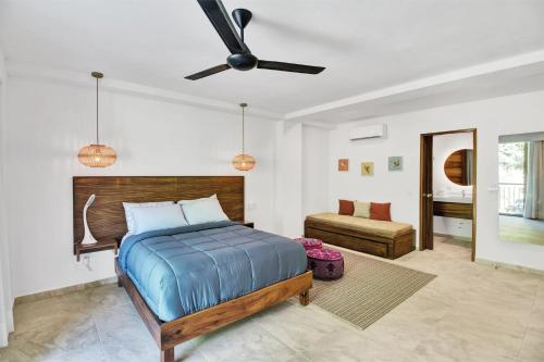 A bed or beds in a room at Puerto Sayulita