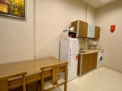 A cozinha ou cozinha compacta de Dar Hashim Hotel Suites - Alnuzha
