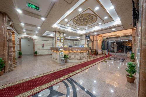 O saguão ou recepção de Flora Park 2 Hotel Suites