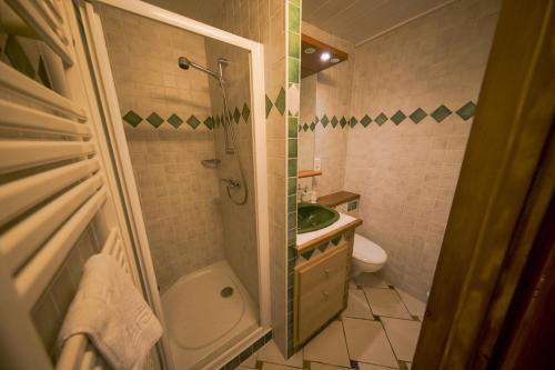 A bathroom at Le Château