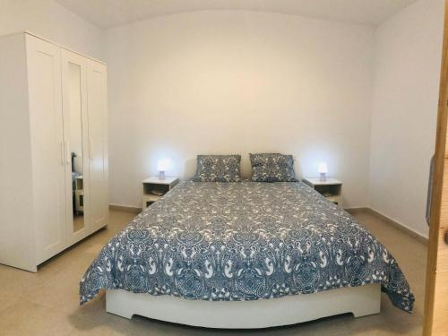 A bed or beds in a room at Suite ladybird