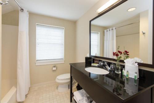 A bathroom at The Brunswick Hotel
