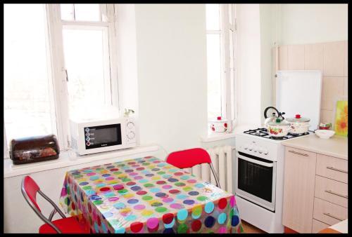 Кухня або міні-кухня у Cinema Comfort City Hostel