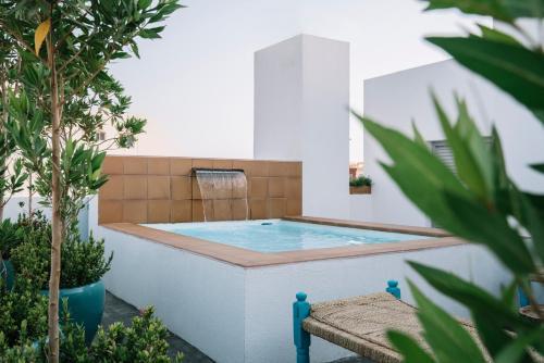 A piscina localizada em Shada Hotel Salama ou nos arredores